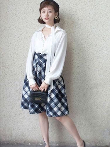 时尚轻熟风搭配 打底雪纺衬衫+毛呢格子半身裙+尖头系带单鞋